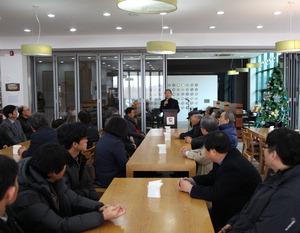 ▲ 한국도자재단이 10일 도자명장 등을 포함한전국 도예계 인사들을 초청한 가운데 신년인사회를 진행하고 있다.<br /><br />