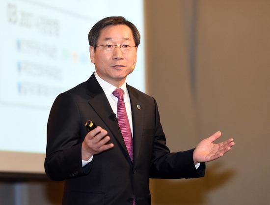▲ 유정복 인천시장이 11일 인천 쉐라톤호텔에서 열린 새얼아침대화에서 강연을 하고 있다.최민규 기자