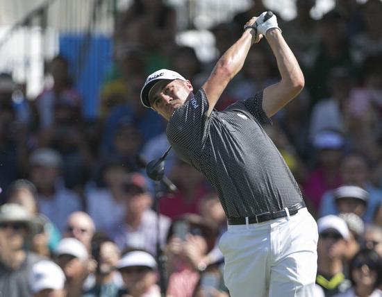 ▲ 저스틴 토머스가 16일 PGA 투어  소니오픈 4라운드에서 티샷을 날리고 있다. /연합뉴스