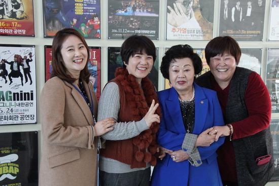 ▲ 인천중구문화원 식구들. 사진 왼쪽부터 김미현 대리, 최범자 사무국장, 최춘자 원장, 곽용애 팀장.