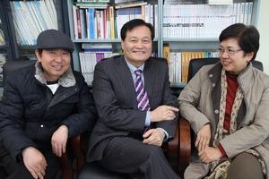 ▲ 인천문인협회 임원진. 왼쪽부터 함용정 부회장·최제형 회장·엄현옥 부회장.