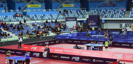 ▲ 2017 ITTF 월드투어 코리아오픈국제탁구대회가 18일 인천 남동체육관에서 개막해 남자단식 예선 1라운드에 출전한 선수들이 경기를 펼치고 있다. <관련 기사 16면> 이진우 기자 ljw@kihoilbo.co.kr
