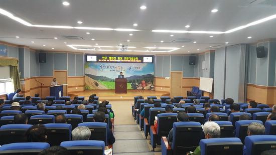 ▲ 가평군 한우협회가 7일 관내 한우사육농가를 대상으로 생산성 향상 전문기술 교육을 하고 있다.