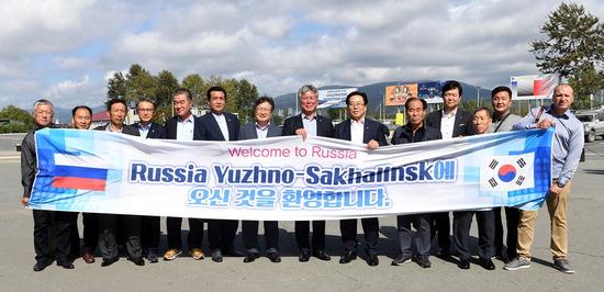 ▲ 광주시 대표단이 도시 간 교류 활성화를 위해 러시아 유즈노사할린스크시를 방문해 기념사진을 찍고 있다.