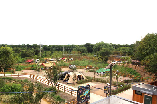 ▲ 구리시는 토평 가족캠핑장에 편의시설과 프로그램을 확충한다. 사진은 토평 가족캠핑장 전경. <구리시 제공>