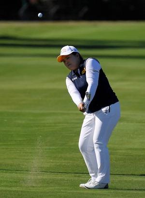▲ 박인비가 23일(한국시간) 열린 LPGA 투어 휴젤-JTBC LA 오픈 최종라운드 13번홀 페어웨이에서 샷을 하고 있다.  /연합뉴스
