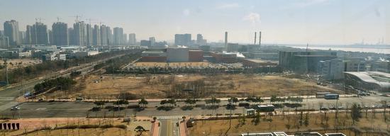 ▲ 셀트리온과 인천대학교 사이에 놓인 송도지식산업단지 내 바이오 관련 부지 전경. <기호일보DB>