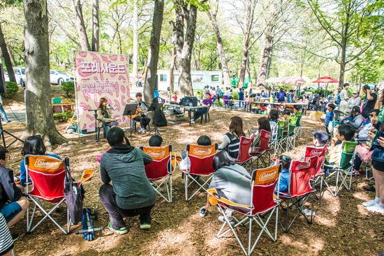 ▲ &lsquo;숲속 장터 포레포레&rsquo;에서는 문화예술 공연 등 다양한 프로그램을 운영하고 방문객들에게 즐거움을 선물하고 있다. <경기상상캠퍼스 제공>