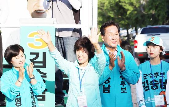 ▲ 바른미래당 김승남 양평군수 후보가 거리유세에 나서고 있다.