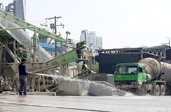 ▲ 아스콘 생산 과정에서 발생되는 유해 물질로 인근 지역 주민이 공포에 휩싸였다.  <사진은 특정 기사와 관련없음>