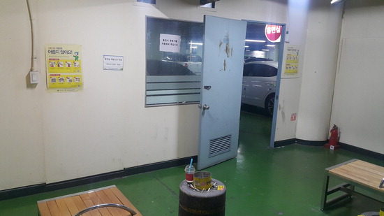 ▲ 의정부지하상가 주차장 내부에 있는 흡연실 모습. 신기호 기자skh@kihoilbo.co.kr