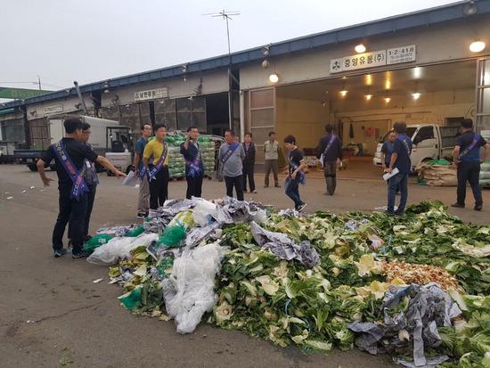 ▲ 구리농수산물도매시장이 쓰레기와 전쟁을 선포했다. <구리농수산물도매시장 제공>