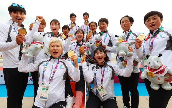 ▲ 단일팀은 이날 국제 종합대회 출전 역사상 처음으로 금메달을 획득하며 새 역사를 장식했다. /연합뉴스