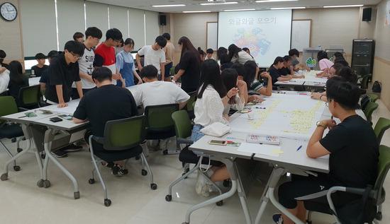 ▲ 인천시 계양구가 25일 지역 청소년을 대상으로 주민참여예산학교를 진행하고 있다.<인천시 계양구 제공>
