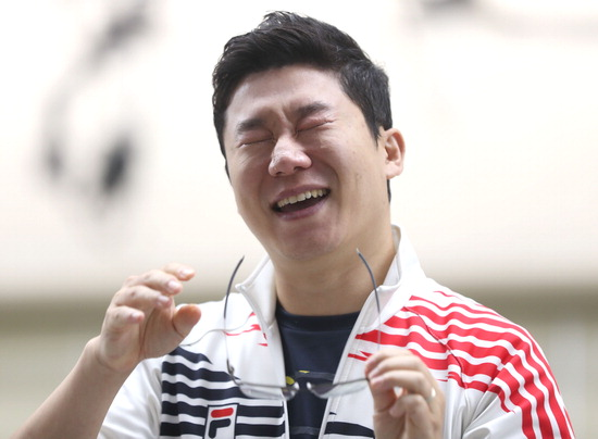 ▲ 진종오가 창원 세계사격선수권대회가 열린 6일 남자 10m 공기권총 결선에서 큰 점수 차를 극복하고 금메달을 획득한 뒤 눈물을 흘리며 기뻐하고 있다./연합뉴스