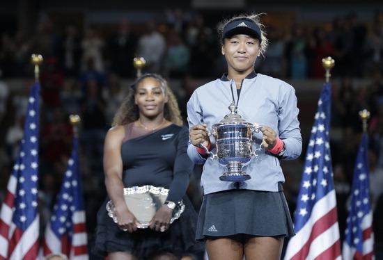▲ US오픈 테니스 여자단식 우승자인 오사카 나오미(오른쪽)와 준우승한 세리나 윌리엄스. /연합뉴스