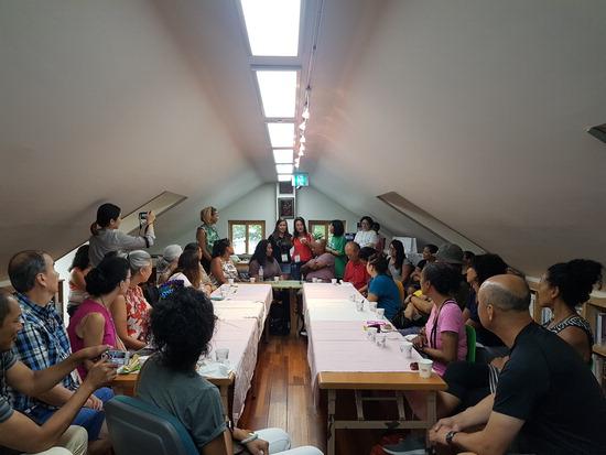 ▲ 부천펄벅기념관이 해외입양인을 초대해 한국문화 체험의 시간을 갖고 있다. <부천펄벅기념관 제공>