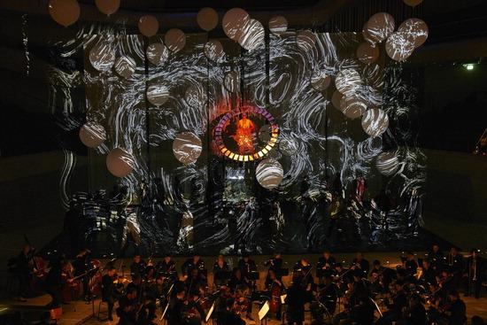 ▲ 스페인 크리에이티브 그룹 라 푸라 델스 바우스의 천지창조 공연.  <아트센터 인천 제공>