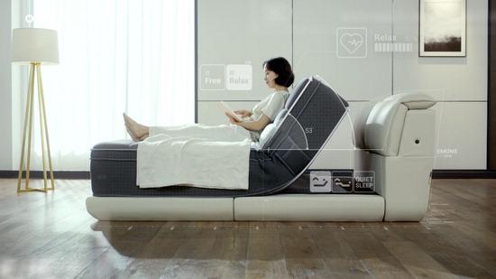 ▲ 에몬스가구의 전속모델 전도연 씨가 'E모션 매트리스'를 사용하는 광고 캠페인을 하고 있다.  <에몬스가구 제공>