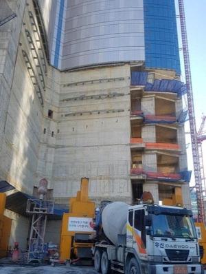 ▲ 포스코건설이 최근 포스코가 생산한 고품질 철강재와 중소기업이 공동 개발한 '고압 콘크리트 압송 기술'을 결합해 초고층 건축물인 부산 엘시티 더샵과 여의도 파크원 건설 현장에성공적으로 적용했다고 밝혔다.        <연합뉴스>