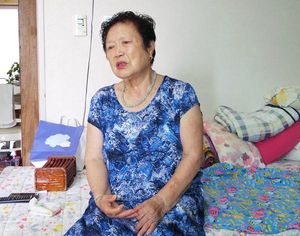 ▲ 이옥순 할머니가  자신의 강제징용 경험을 밝히면서 눈시울이 붉어지고 있다.<br /><br />