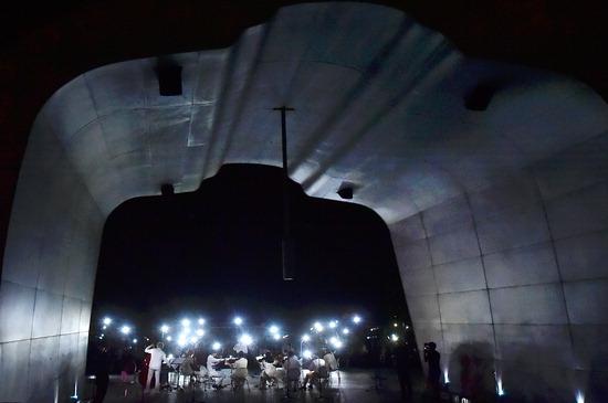 ▲ 22일 인천시 서구 정서진 노을종에서 시민들의 움직임으로 만든 전기를 활용해 무대를 밝히는 '시민참여 캠페인 자가발전 언플러그드 콘서트'가 열리고 있다. <인천시 제공>