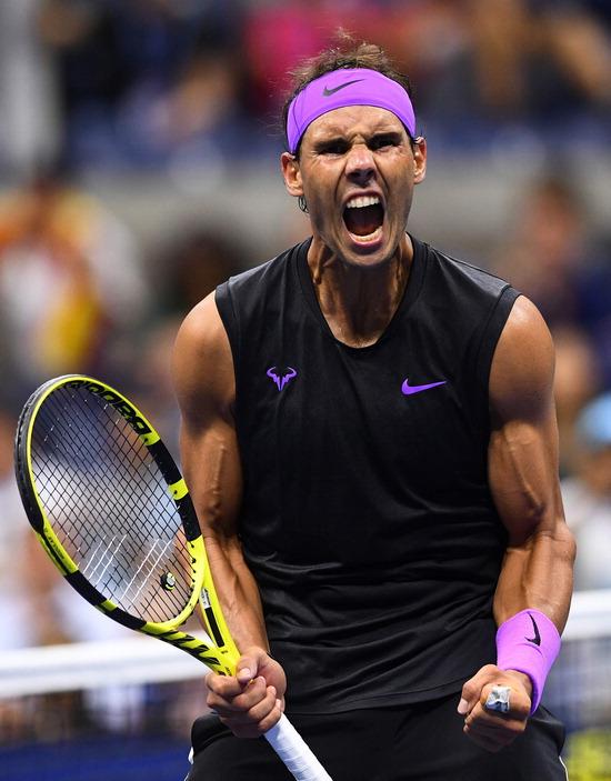 ▲ 라파엘 나달(세계랭킹 2위·스페인)이 5일(한국시간) 미국 뉴욕의 빌리진 킹 내셔널 테니스 센터에서 열린 US오픈 테니스대회 남자 단식 8강에서 디에고 슈와르츠만(21위·아르헨티나)을 3대 0(6-4 7-5 6-2)으로 제압한 뒤 포효하고 있다. 3년 연속 US오픈 4강에 오른 나달은 마테오 베레티니(25위·이탈리아)와 결승 진출을 다툰다.  /연합뉴스