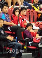 코리아오픈탁구-경기 지켜보는 각국 코칭스태프들