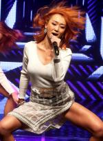 효린 첫 솔로앨범 쇼케이스, 쩍벌춤으로 튼실한 허벅지 라인 공개