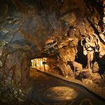 빛과 어둠의 조화 동굴 속 '테마파크'