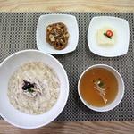 아침 현미 누룽지 닭죽으로 가볍게 점심 보온도시락 콩밥·두붓국 담아