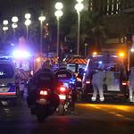 佛 군중에 트럭돌진·총격테러…130여명 사상