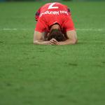 한국축구, 땅을 쳤지만 무릎도 쳤다