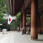 日아베 야스쿠니신사에 공물료 납부…여야의원 집단 참배