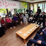 국회 외통위 의원들, 나눔의 집 할머니들 만나