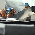 작년에 보수한 수영장 천장이 '와르르'