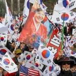 """태극기 집회, 김진태 """"제대로 된 대통령 뽑자"""" … 박근혜 삼성동 자택 계란 투척"""