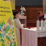 세월호 참사 희생자들을 위해 기도