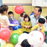 유 시장, 어린이집 아이들과 즐거운 한때