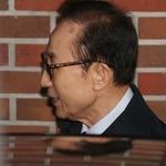 이명박 구속, '716' 수의 한 켠에 … '예우' 차원 전담 교도관 배치