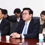홍준표 대표 리더십에 '심각한' 중진들