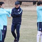 김학범 U-23 축구감독, 유럽서 손흥민 등 점검