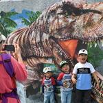 공룡과 사진촬영 찰칵