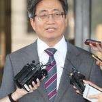 질문에 답하는 김명수 대법원장