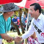 유정복 후보, 시각장애인용 점자형 선거공약서 배포