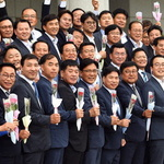 당선자총회 모인 민주당원들