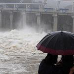 태풍 북상에 수문 개방한 팔당댐