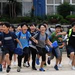 여름방학이다! 어디로 뛰어갈까?… 수원 영화초 학생들 환호성