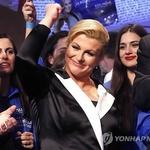 크로아티아 대통령, 비주얼 엉킴도 아랑곳 없이, 거의 카를라 부르니 급으로