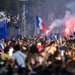 20년 만에 우승한 프랑스 축구대표팀 보러 수십만 명 운집